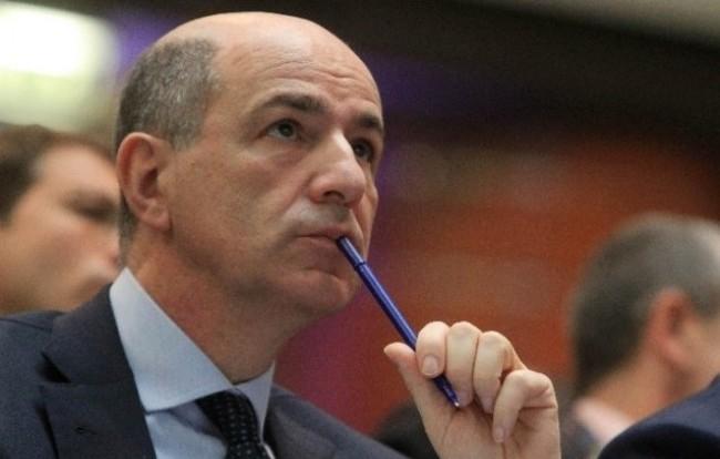 Passera, il banchiere che dovrebbe salvare l'azienda Italia (e gli italiani?)