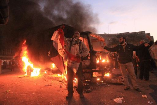 Il Cairo, continua la protesta e gli scontri in piazza Tahrir – video