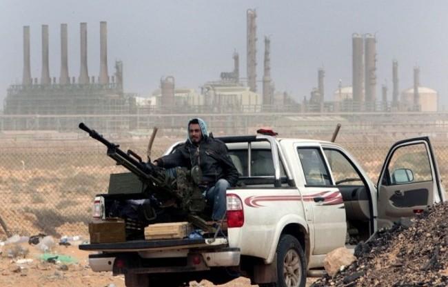 """Dopo Gheddafi, la corsa dei """"liberatori"""" ai giacimenti petroliferi inesplorati"""