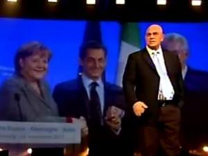 """Italialand,  Monti canta """"Voulez vous pagher avec moi l'iva?"""" – video"""
