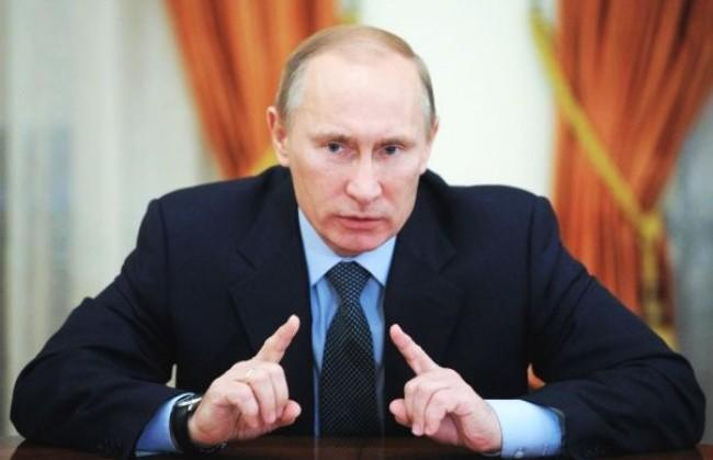 """Contestatori fischiano, Putin: """"sono pagati da potenze occidentali"""""""