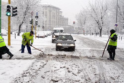 I precari a Milano? Quest'inverno spaleranno la neve