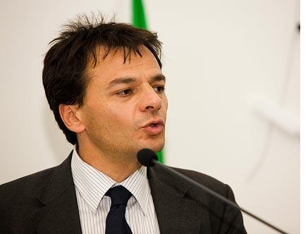I LiberalPd chiedono le dimissioni di Fassina, ma Ichino li disconosce. E Bersani pure