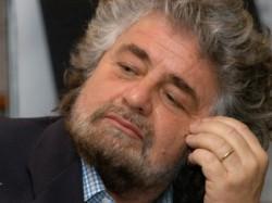 beppe grillo e1324511212203 Grillo ha perso la voce, sul fisco non  grida più voglio essere intercettato!