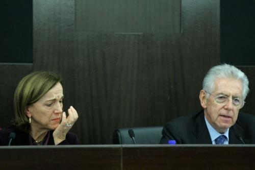 """Manovra, """"Sacrifici sulle pensioni"""" e il ministro si commuove – video"""