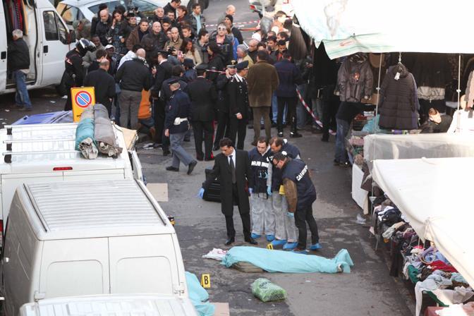 """A Firenze è follia xenofoba, uccisi due senegalesi. """"Tra loro si chiamano fratelli"""""""