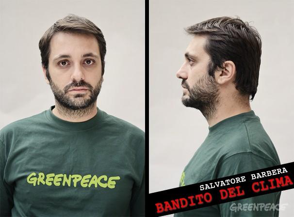 Attivista di Greenpeace espulso da Roma per uno striscione. Ma il provvedimento avrà vita breve