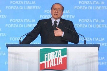Pdl addio, Berlusconi cerca un nuovo nome. E rispuntano i fantasmi del passato