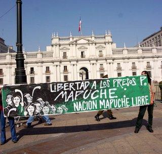 Il Cile in fiamme e lo Stato accusa il popolo dei Mapuche