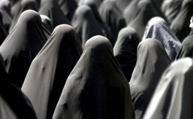 L'Iran spaventato mostra i muscoli
