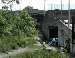 Viaggio nei campi rom abusivi e tra i poveri di Roma Capitale