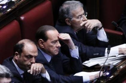 """sondaggio pdl Pdl shock, precipita sotto il 20% nei sondaggi. Berlusconi: """"Serve un'idea"""""""