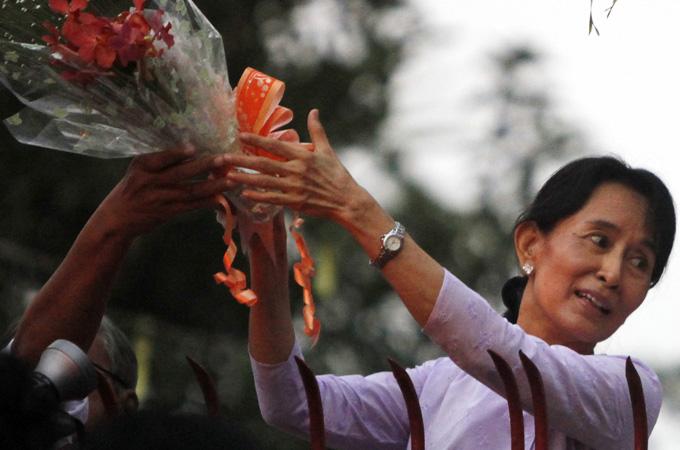 Aung San Suu Kyi in Parlamento il 23 aprile, Europa e Stati Uniti ritirano le sanzioni