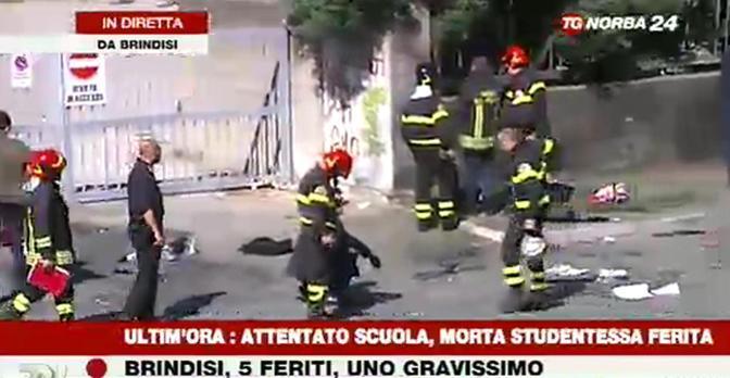 Attentato a Brindisi, il video dei soccorsi – VIDEO