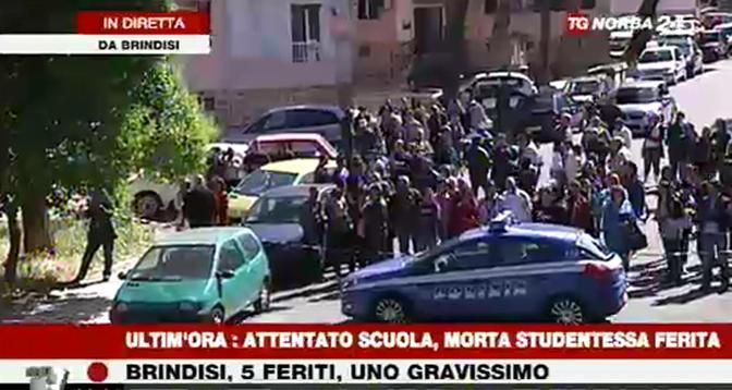 Bomba davanti a una scuola a Brindisi, uccisa una ragazza – FOTO