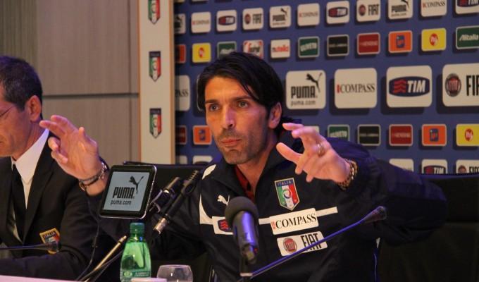 Imboscata media-pm, Buffon si sente accerchiato e Agnelli dà un colpo al cerchio e uno alla botte