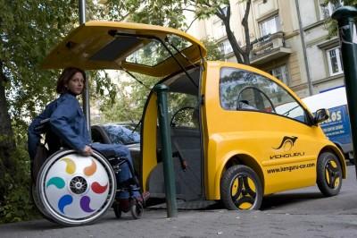 L'auto elettrica per disabili. L'abitacolo ingloba la carrozzella