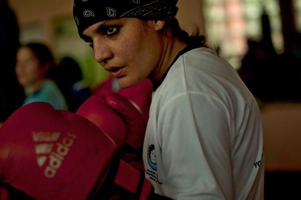 Delusione Rahimi, la prima donna boxer afghana non parteciperà alle Olimpiadi
