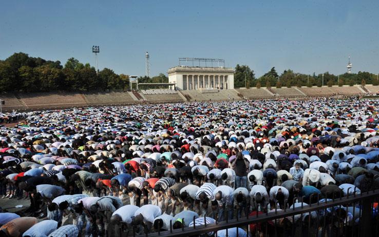 Finisce il Ramadan, a Milano tante polemiche