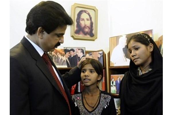 Rimsha liberata, lieto fine per la bambina cristiana disabile accusata di blasfemia