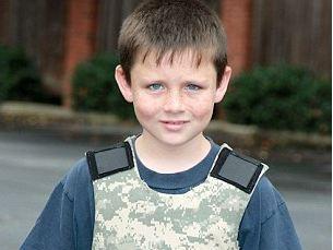 giubbotto anti proiettile bambino Usa, dopo la strage vanno a ruba gli zaini anti proiettile per bambini