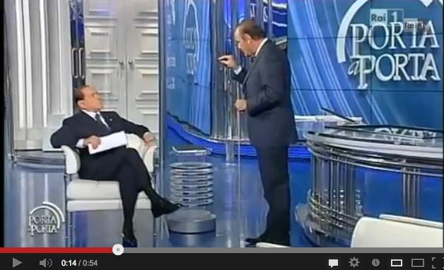 """Vespa a Berlusconi: """"Lei muova la bocca, riassumo io"""". Il Cav: """"Le ho insegnato bene"""" – VIDEO"""