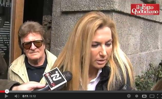 """Pdl a Milano, le fan di B. """"Anche Pasolini andava coi minori, e allora?"""" – VIDEO"""