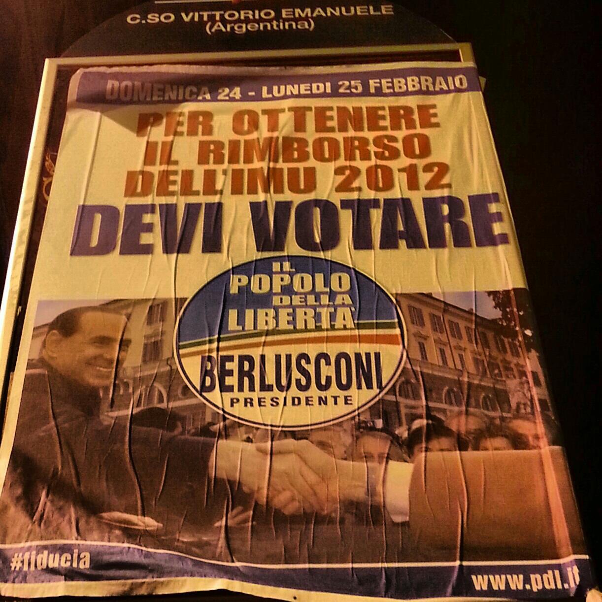"""La metà degli italiani vota i """"salvatori della Patria"""": Grillo o Berlusconi. Per tacer del populismo"""