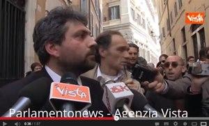 """I grillini contestati per le strade di Roma, """"Il solito troll"""""""