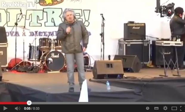 """E Grillo al V3Day tira in mezzo anche il Papa: """"è grillino!"""" – VIDEO"""