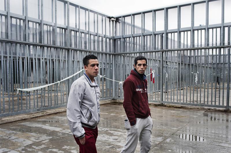 Guantanamo d'Italia, la vita dentro i CIE. Intervista a Raffaella Cosentino