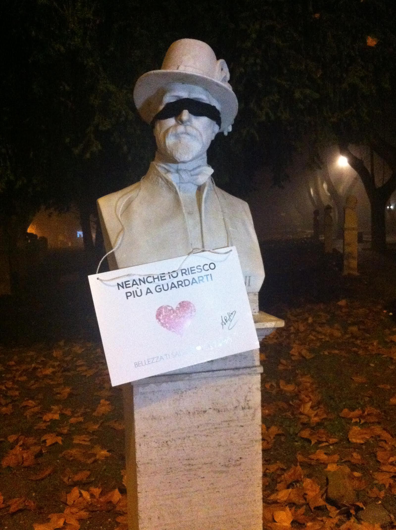 """Il blitz notturno di Arfio: bendate le statue della Capitale, """"è la rivoluzione della bellezza"""""""