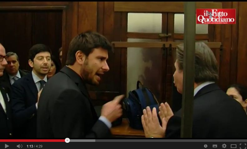 Insulti tra Di Battista (M5S) e Speranza (Pd) alla Camera – VIDEO