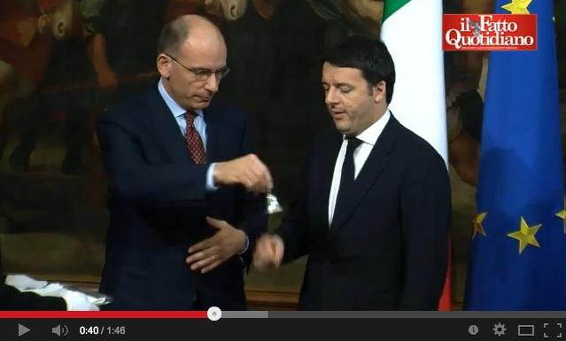 Il gelo di Letta con Renzi allo scambio della campanella – VIDEO