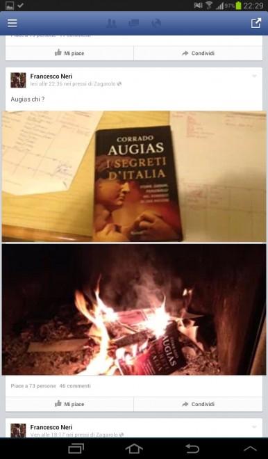 Augias attacca il M5S, il grillino ne manda al rogo il libro – FOTO