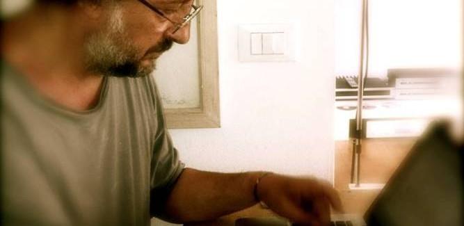 """Il Movimento 5 Stelle raccontato da un """"giornalista del giorno"""". Intervista con Toni Jop"""