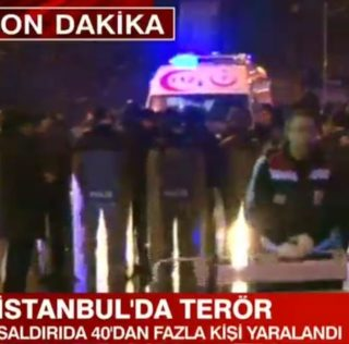 Istanbul, le immagini shock fuori dal Reina – VIDEO