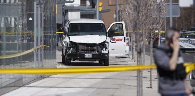 Toronto, furgone sulla folla, l'arresto dell'autista – VIDEO
