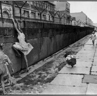 Berlino, 29 anni fa cadeva il Muro che cambiò il mondo