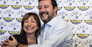 Matteo Salvini abbraccia Donatella Tesei